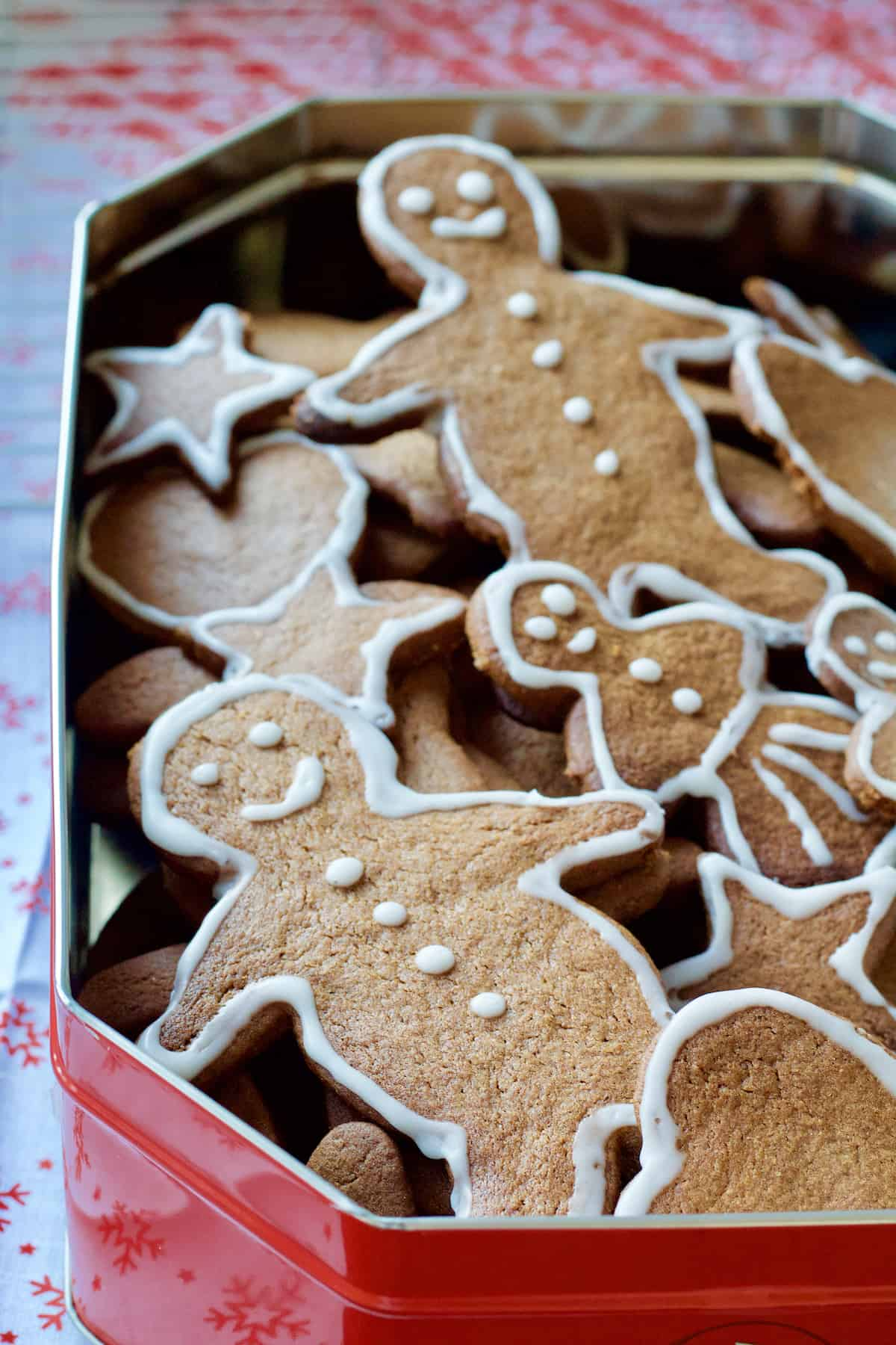 Decorated gingerbread biscuits in the tin.