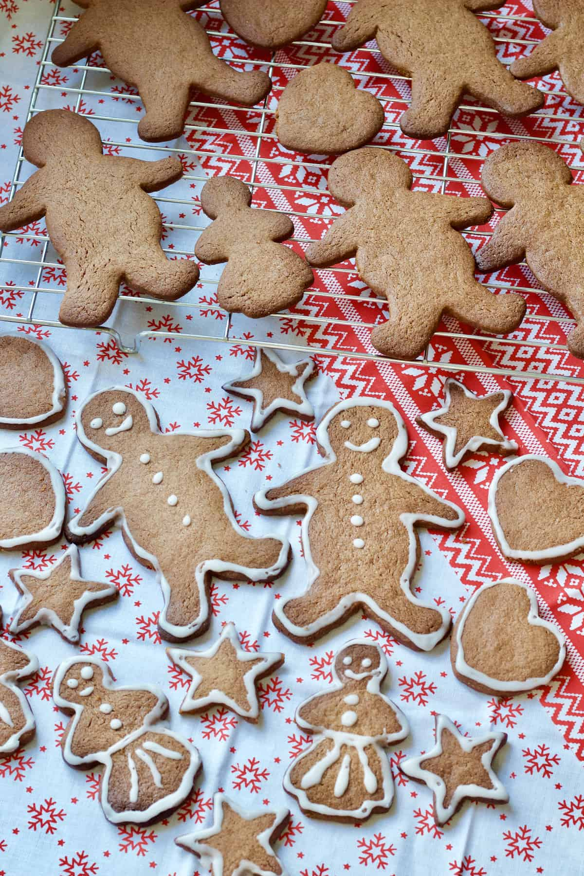 Spread of iced and uniced gingerbread biscuits.