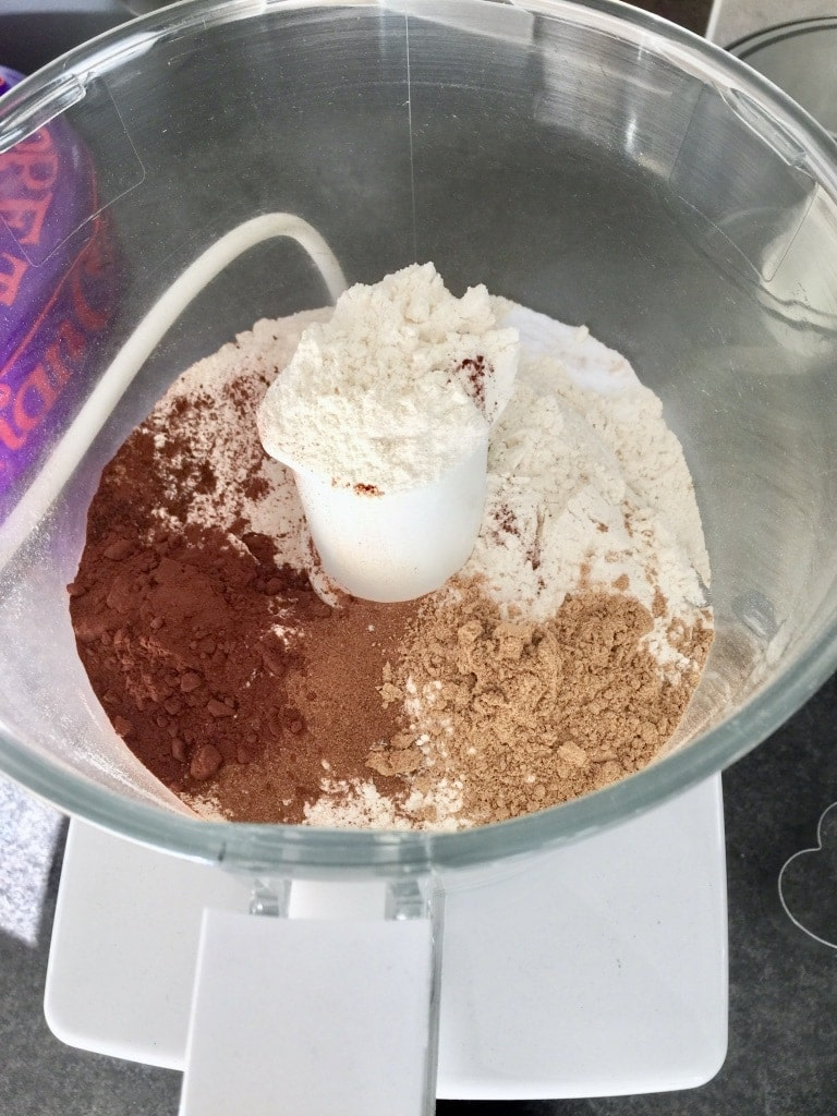 Flour, sugar and spices in the food processor.