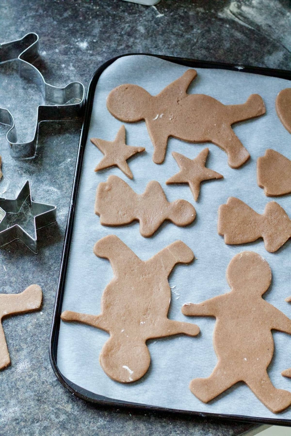 Cut out gingerbread biscuits on the baking tray.