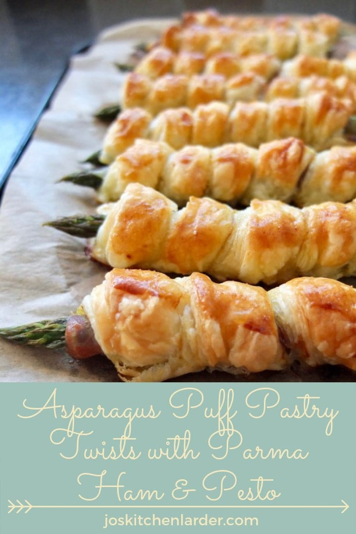 These delicious Asparagus Puff Pastry Twists with Parma Ham & Pesto make perfect and portable picnic snack or lovely appetiser with a nice glass of wine. #asparagus #puffpastryasparagus #parmahamwrappedasparagus #prosciuttowrappedasparagus #snack #picnicfood