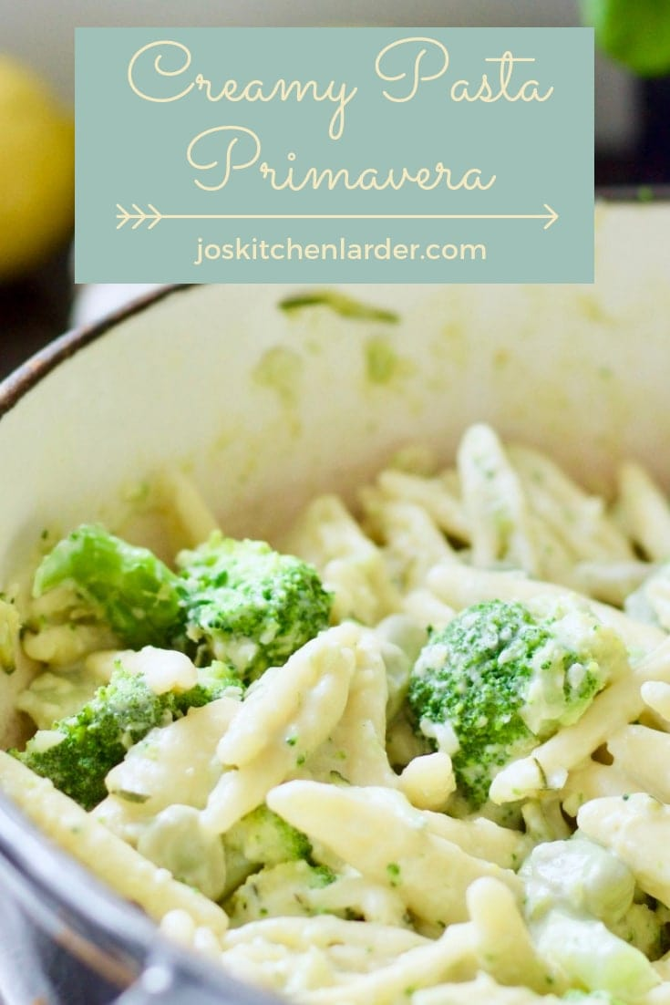 This Creamy Pasta Primavera with broad beans, courgettes & broccoli celebrates seasonal veggies quick & easy way. Perfect midweek family meal! #pastaprimavera #broadbeanpasta #broccolipasta #courgettepasta #midweekmeal #pastadinner #seasonalfood #creamypasta