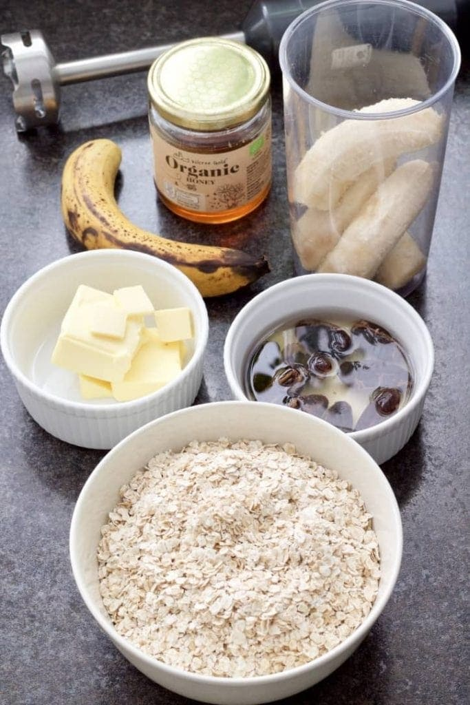 Ingredients for making healthy banana flapjacks.