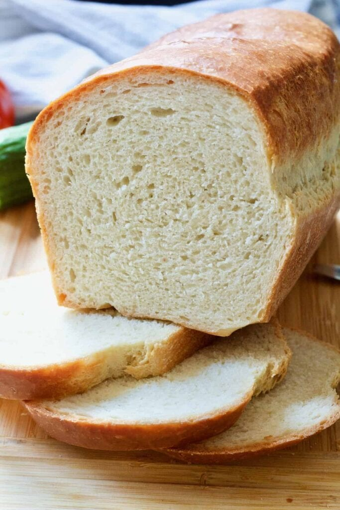 Cut white sandwich bread on top of 3 slices.
